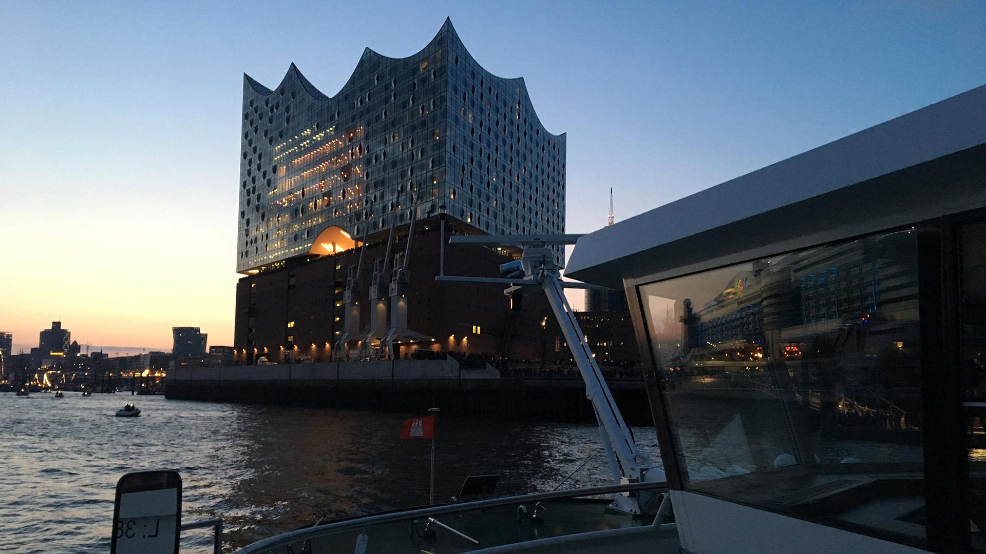 Hamburger Hafen mit Elbphilharmony