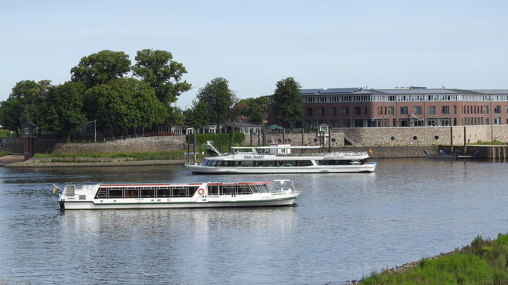 Schiffe chartern